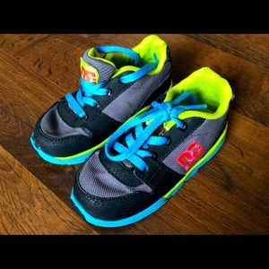 Dc Boys Toddler 7 shoes sneakers lace alias